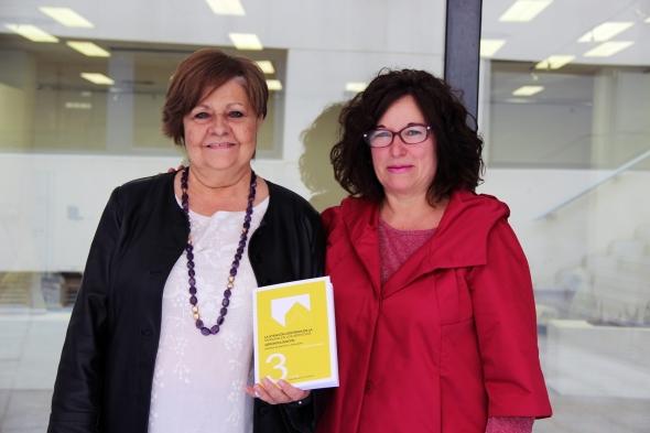 """Pilar Rodríguez, presidenta de la Fundación Pilares y Teresa Martínez, autora del libro """"La atención centrada en la persona en los servicios de atención gerontológicos. Modelos de atención y evaluación"""""""