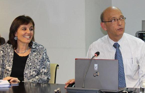 Mª Soledad Frías, directora general de Personas Mayores y Servicios Sociales, junto a Kalache
